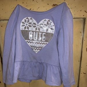 A shirt that says cute